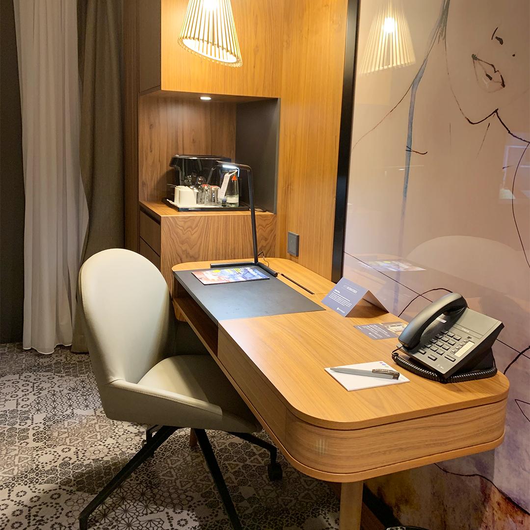 Hyperion Hotel Schreibtisch
